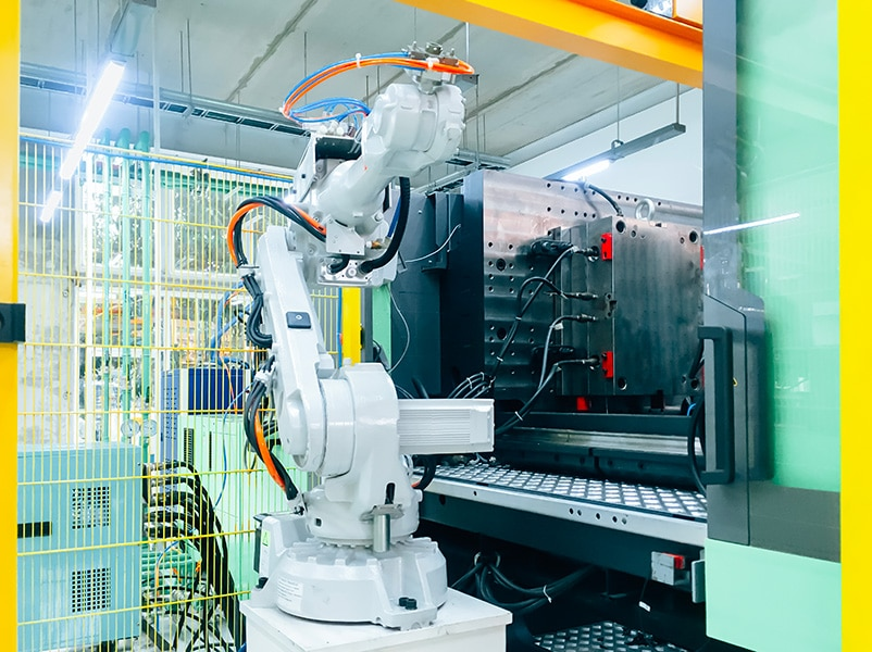 Robot processo di industrializzazione stampaggio termoplastico - produzione tecnologia affidabile